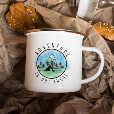 Taza de metal Adventure Is Out There